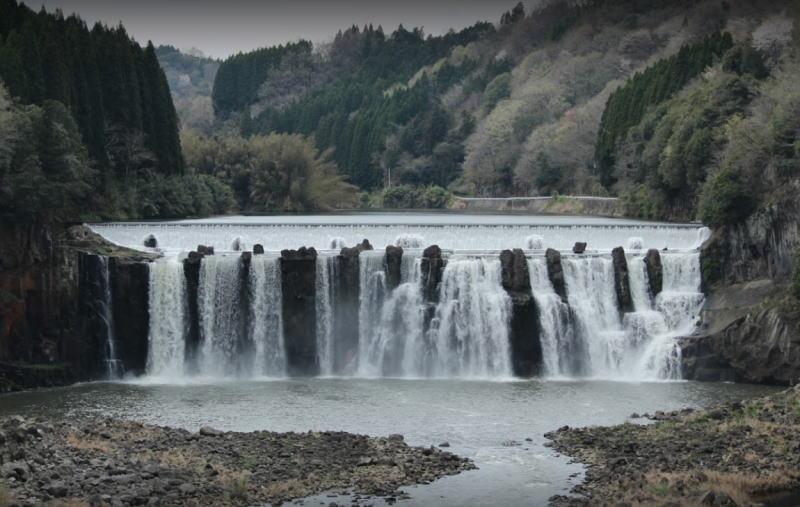 沈堕の滝(ちんだのたき)