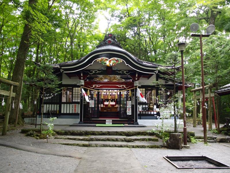 新屋 山神社