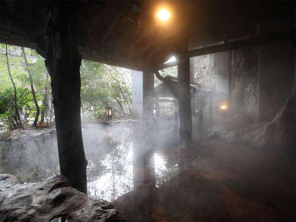 全長30mの洞窟風呂